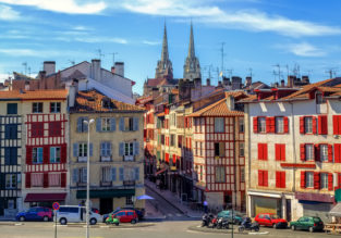Spring break in Southern France! 5 nights at well-rated countryside resort + cheap flights from London for only £89!
