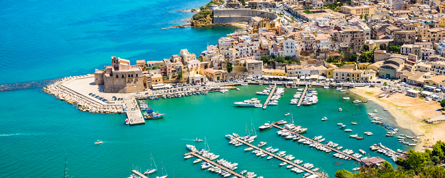 Late Summer! 7-night stay at well-rated & beachfront aparthotel in Sicily + cheap flights from Germany for only €154!