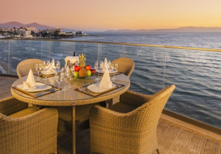 X-mas! Double room (50 sq. m.) at top rated 5* seafront resort in Turkish Riviera for only €32! (€16/ £14 per person)