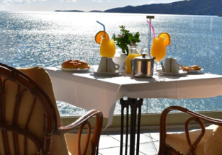 Double room at superb 4* beach resort in Poros Island for only €18! (€9/ £8 per person)