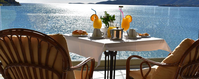 Double room at superb 4* beach resort in Poros Island for only €26! (€13/ £11 per person)