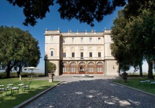 Valentine's and peak Summer! Double room in 4* 16th-century palace overlooking Rome from only €25 (€12.50 / £11 per person)