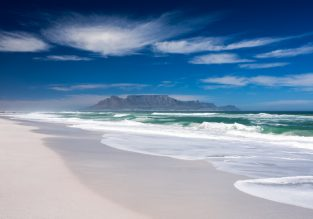 Cape Town holiday! Flights from Germany & top-rated beachfront apartment for only €478!