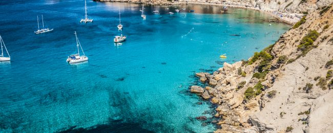 Spring break in Ibiza! 7 nights at well-rated aparthotel + cheap flights from Switzerland for just €142!