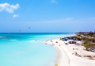 7-night stay at well-rated & beachfront apartment in Aruba + non-stop flights from New York for $456!