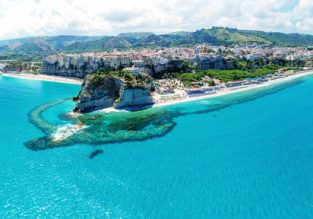 Holiday in Calabria! 7 nights at top rated beach hotel & flights from Dusseldorf for only €90!