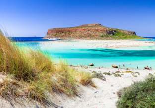 Spring break in Greece! 7-night stay at 4 * beachfront aparthotel in Crete + flights from Bucharest for only €65!