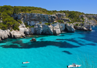 Spring break in Menorca! 7 nights at sea view aparthotel & cheap direct flights from Italy for just €105!