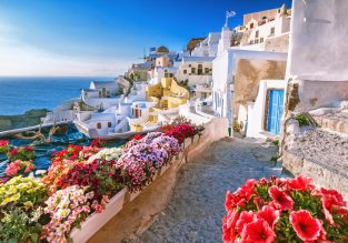 PEAK SUMMER: Flights from many UK cities to breathtaking Santorini for only £85!