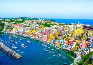 4-night B&B stay at well-rated 18th century hotel on Amalfi coast + car hire & cheap flights from Berlin for just €99!