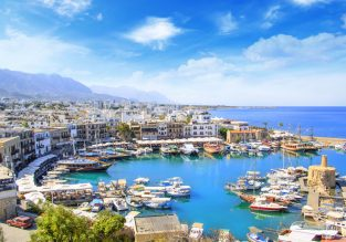 Cyprus getaway! 4-night stay at well-rated aparthotel + flights from Vienna for only €60!