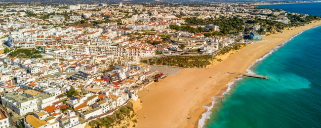 Summer! 7-night stay at well-rated apartment in Algarve + flights from France for just €124!