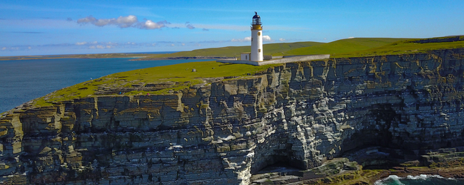 The world's shortest flight from Westray to Papa Westray (Scotland) for just £14!