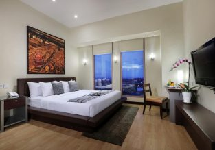 Double room at 5* Grand Candi Hotel in Java, Indonesia for only €36! (€18/ £15 pp)