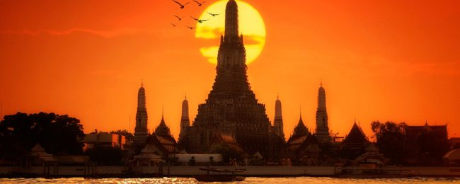High season week in Bangkok! 7 nights at very well-rated & central hotel + flights from London for only £359!