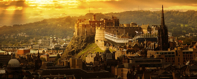 5* Royal Mile Suites by the Castle in Edinburgh for only €51! (€25.5/ £23 pp)