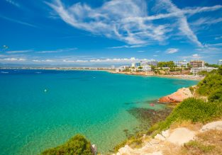 Late Summer! 7-night stay at well-rated aparthotel in Costa Dorada, Spain + cheap flights from UK for just £123!