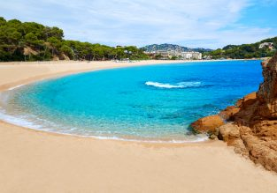CHEAP! 11 nights at very well-rated aparthotel in Blanes, Costa Brava + cheap flights from London for just £88!