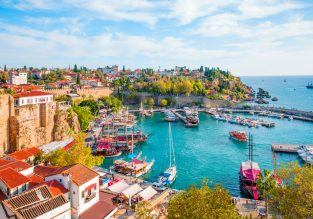 June! 7-night B&B stay at well-rated beachfront hotel in Turkish Riviera + direct flights from UK for only £131!