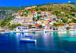 Spring escape! 4-nights in top-rated sea view aparthotel in Kefalonia + flights from Berlin for €99!