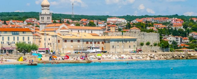 7 nights at well-rated & beachfront apartment in central Dalmatia, Croatia + cheap flights from France for just €93!