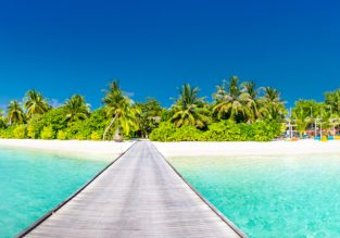 Exotic getaway! 7 nights in top-rated hotel in stunning Maldives + flights from Los Angeles for $513!