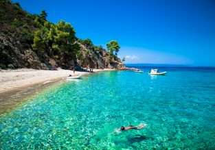 SUMMER! 9-night stay in top-rated & beachfront apartment in Halkidiki Peninsula + flights from Berlin for €147!