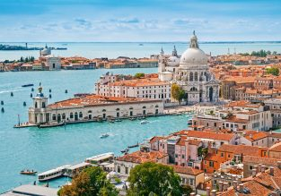 AUGUST! 7 nights at well-rated bungalows resort near Venice + cheap flights from France for just €106!