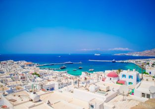 Spring trip across the Greek Islands from Milan for only €166! Visit Santorini, Ios, Naxos, Paros, Antiparos, and Mykonos!