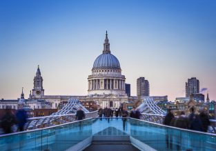 Spring! Cheap non-stop flights from New York to London from $292!