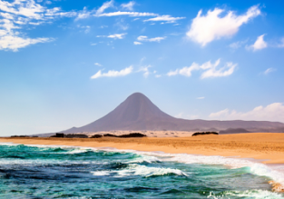 Sunny break in Fuerteventura! 7 nights at well-rated apartment + flights from France for €145!