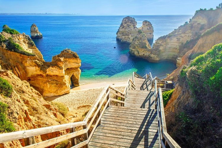 June! 7 nights at well-rated aparthotel in Algarve + cheap flights from Germany for only €128!