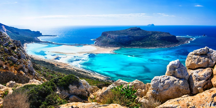 Summer! 7 nights at well-rated aparthotel in Crete + cheap flights from Germany for €162!
