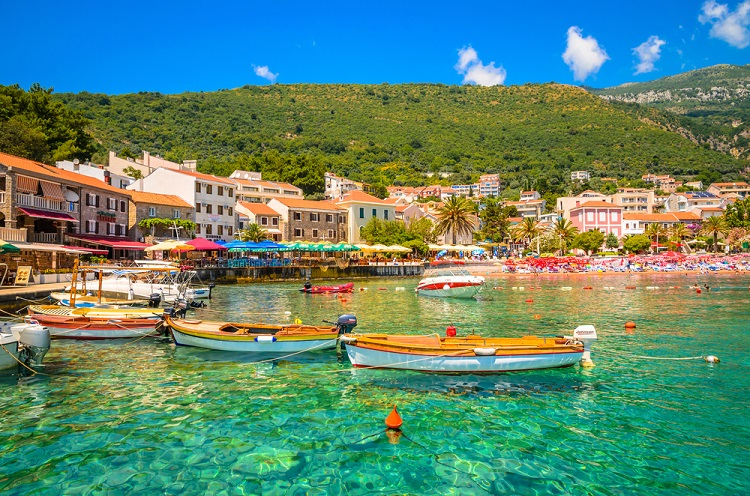 AUGUST! 7 nights at sea view 4* hotel in Montenegro + cheap flights from Budapest for just €140!