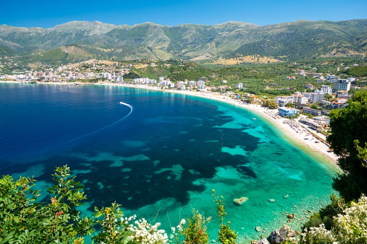 AUGUST! 7 nights in well-rated apartment in Sarande + car hire & cheap flights from Frankfurt for only €161!