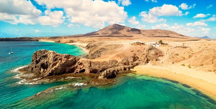 Sunny break in Lanzarote! 7 nights at well-rated & sea view aparthotel + direct flights from Frankfurt for only €147!